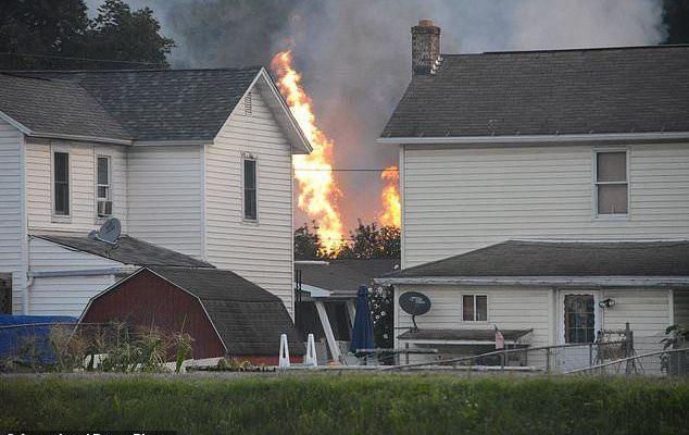 Evacuan pueblo en Pensilvania por descarrilamiento e incendio de tren - Foto de Steve Bittner/The Cumberland Times-News via AP