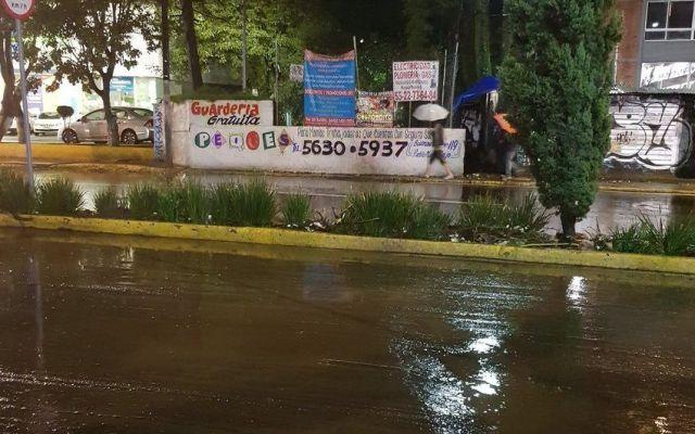 Lluvias provocan desbordamiento de río en Magdalena Contreras - foto de @Luis_GQM