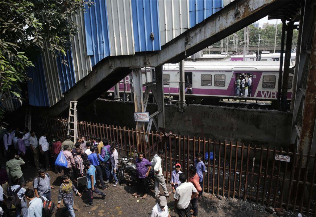 Estampida en India deja 22 muertos - Foto de AP/Rafiq Maqbool