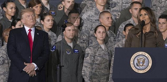 #Video Saludo entre Melania y Donald Trump vuelve a ser criticado