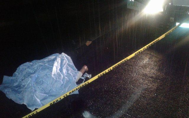 Muere pareja atropellada cuando cambiaba llanta en Puebla - Foto de @ehecatlmello