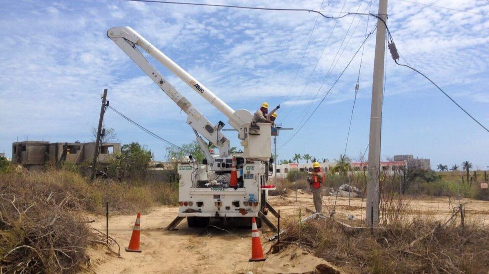 CFE restablece 99 por ciento del servicio en BCS tras Lidia - Foto de CFE