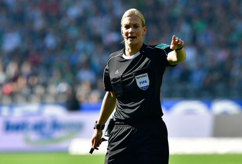 Debuta la primer mujer árbitro en la historia de la Bundesliga - Foto de Getty