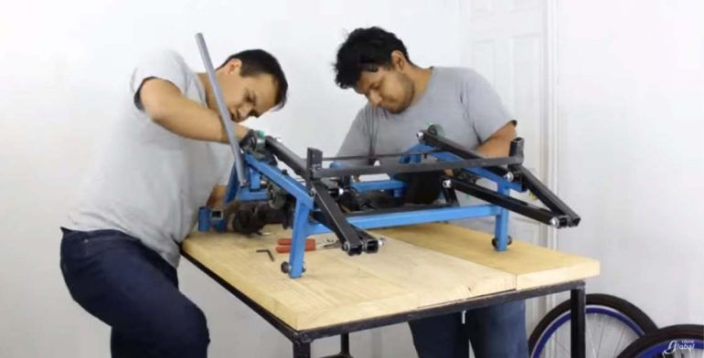 #Video Estudiantes de la UNAM crean triciclo único para niña parapléjica