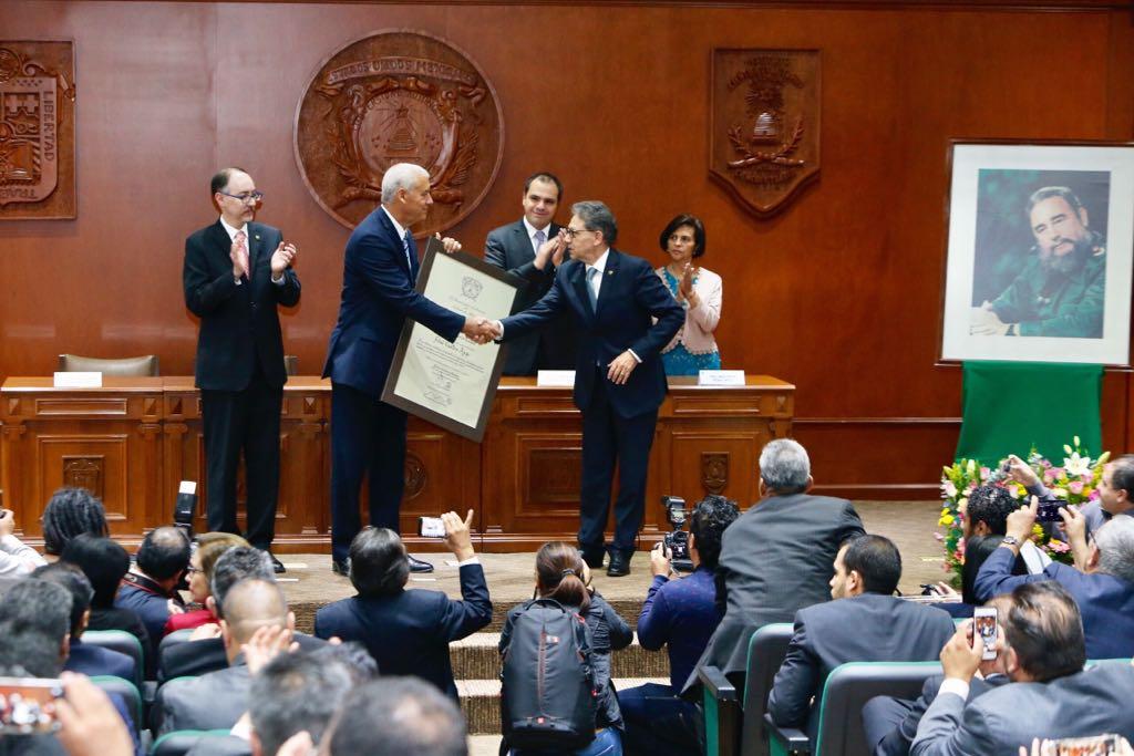 UAEM otorga doctorado Honoris Causa a Fidel Castro - Foto de @Rector_UAEM