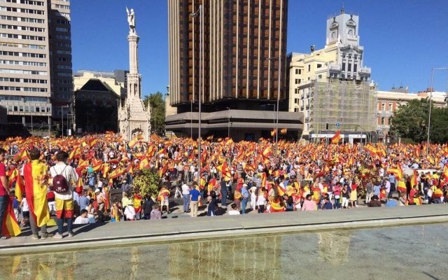 Españoles exigen establecer diálogo con Cataluña - Foto de @ccifuentes