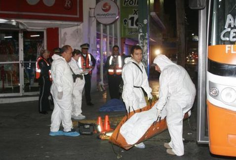 Muere hombre tras ser golpeado por camión en Monterrey - Foto de Marcial Pasarón