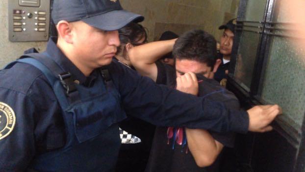 Desalojan a vecinos de la Juárez por no pagar la renta durante 10 años - Foto de @Foro_TV