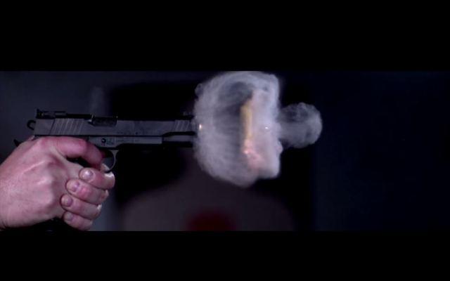 Hombre se suicida frente a su hijo tras dispararle a su esposa - Foto de TecnoBitt