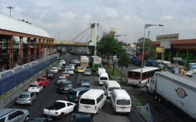 Muere mujer tras aventarse de puente en Calzada Zaragoza - Foto de Puebla en Línea