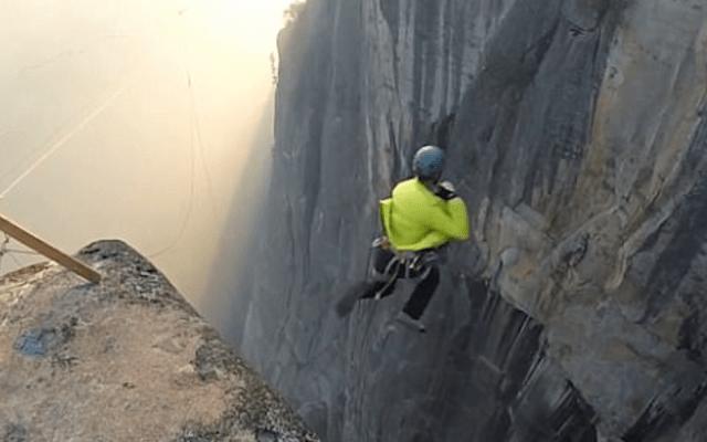 #Video Salta sujetado a una cuerda desde más de 200 metros de altura
