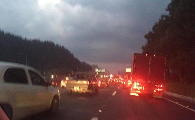 Vuelca vehículo en carretera México-Toluca - Foto de Infozona