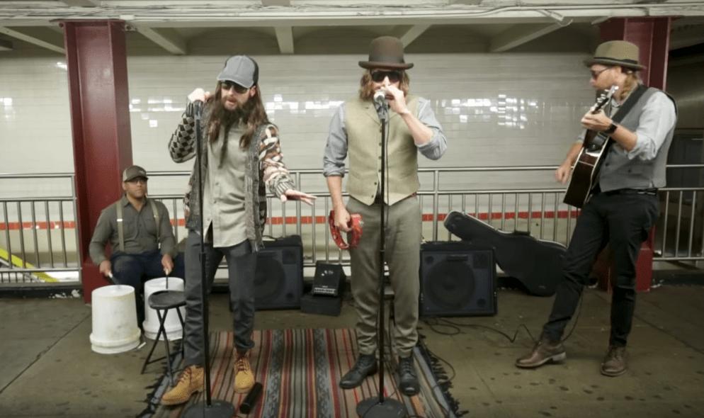 #VIDEO Maroon 5 canta en el Metro de Nueva York