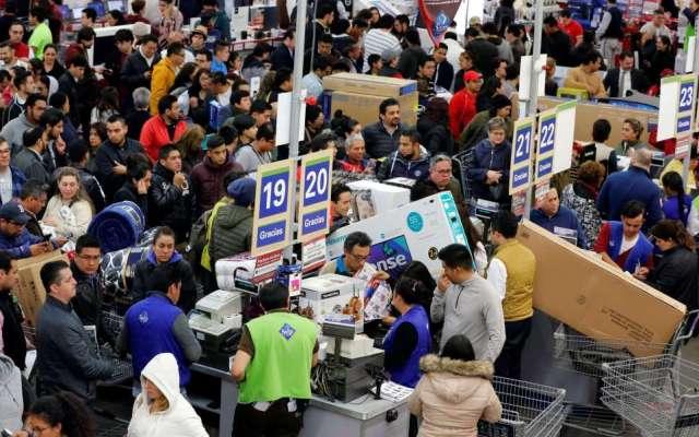 Caen ventas al menudeo en noviembre pese a Buen Fin - Foto de Reuters