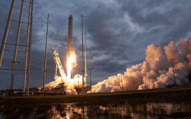 Envían pizza y helado a la Estación Espacial Internacional