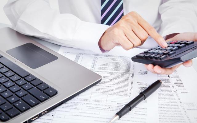 Fraude de empresas 'factureras' asciende a 55 mil 125 mdp, asegura el SAT - Facturero