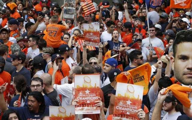 Miles festejan en Houston título de Serie Mundial de Astros - Foto de Houston Chronicle