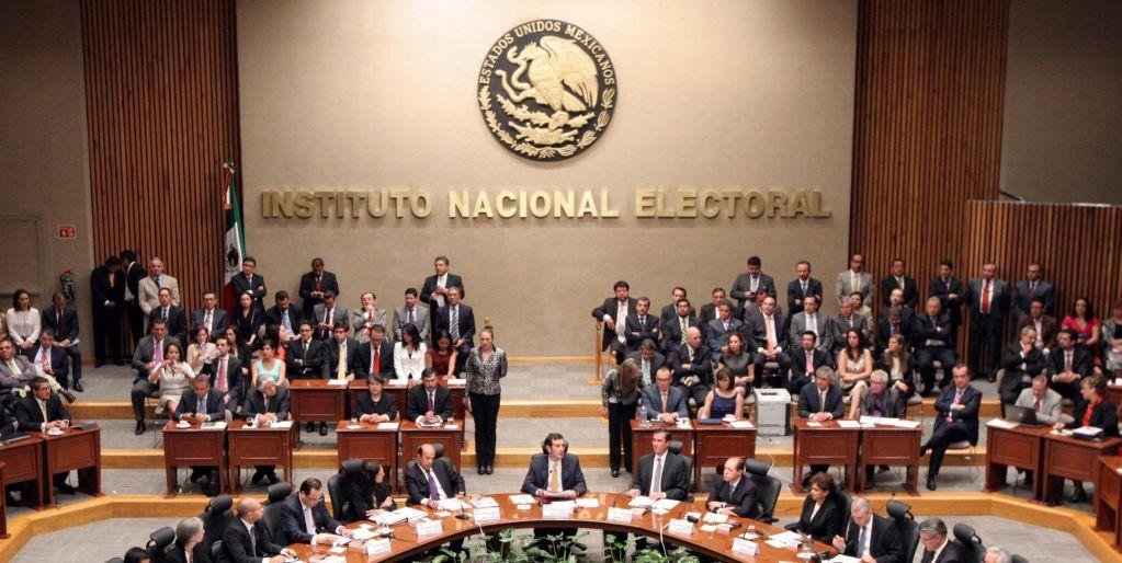 INE y UNAM monitorean precampañas en radio y televisión - Foto de e-consulta