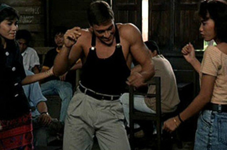 Jean-Claude Van Damme recrea baile de 'Contacto Sangriento' - Foto de internet