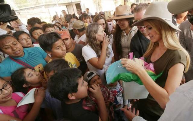 Paris Hilton visita comunidades afectadas por sismo en Xochimilco - Foto de El Sol de México