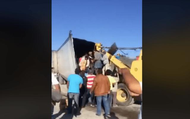 #VIDEO Rapiña de cerveza en camión accidentado