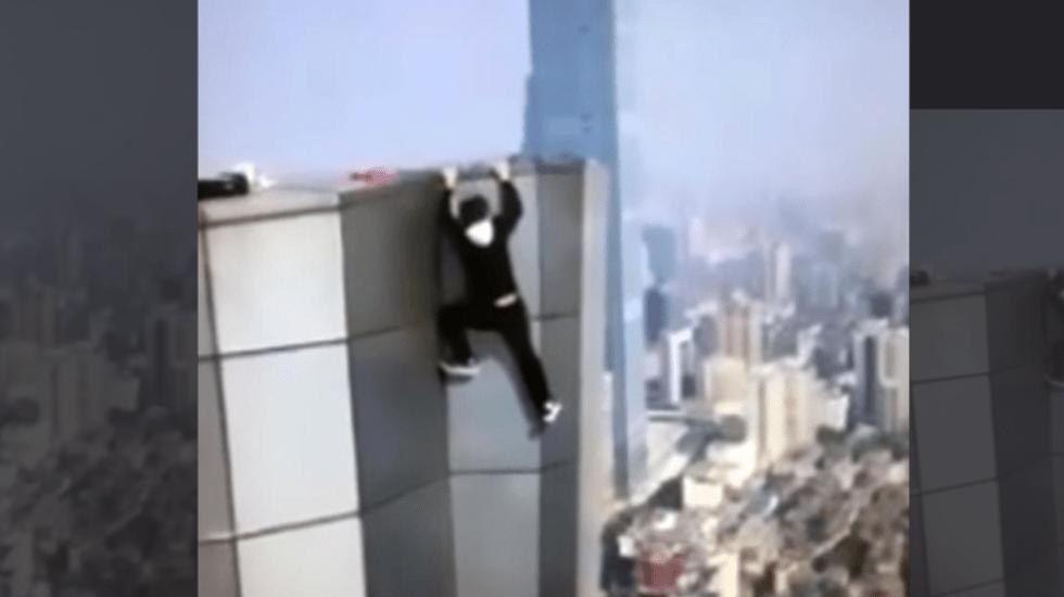 #Video Hombre cae de rascacielos mientras se ejercitaba - Captura de pantalla