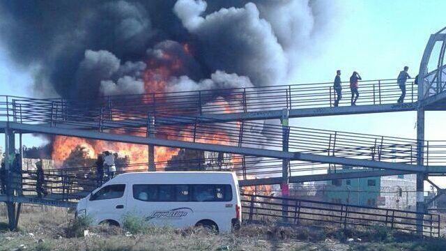 Se incendia taller maderero sobre la Texcoco-Lechería - Foto de @canal6tv