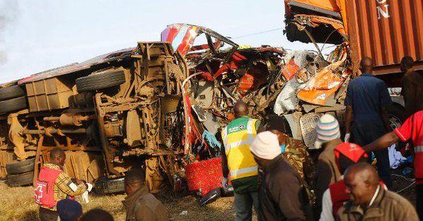 Choque entre camión y autobús en Kenia deja 36 muertos - Foto de Internet