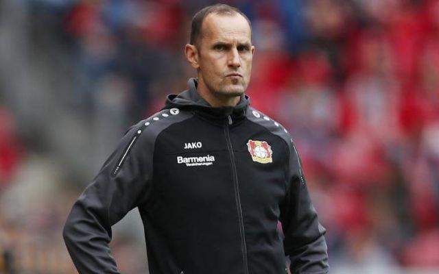 Multan a técnico del Leverkusen por fingir agresión