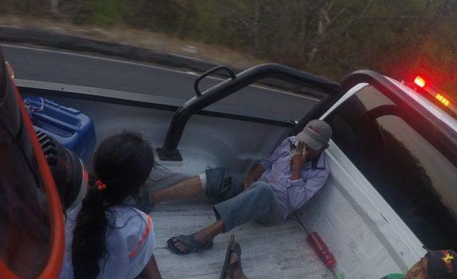 Accidente deja 10 campesinos heridos en límites de Colima y Michoacán - Foto de Quadratín