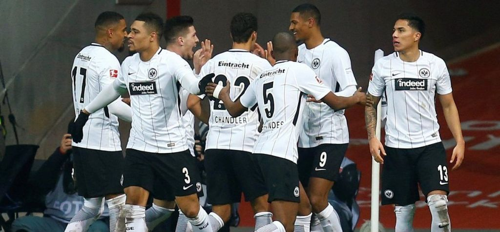 Schalke empata al Eintracht de último minuto