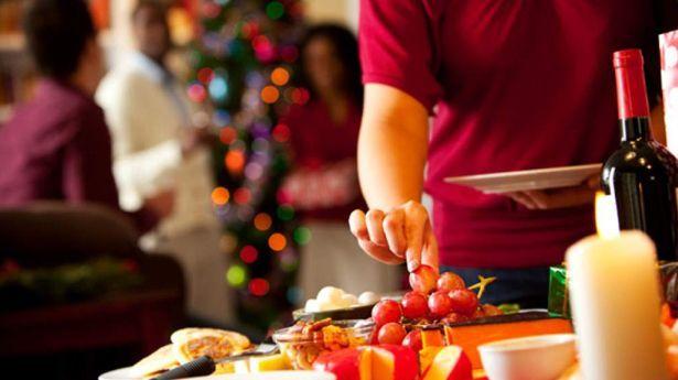 Emiten recomendaciones para evitar subir de peso durante fiestas decembrinas