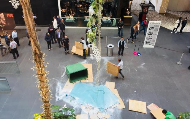 Cae parte del techo de Reforma 222