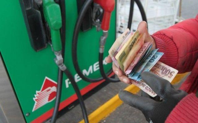 Incrementos en la gasolina fueron mayores en enero que en todo 2017 - Foto de internet
