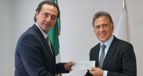PGR entrega a Yunes 40 mdp saqueados por ex funcionarios de Veracruz