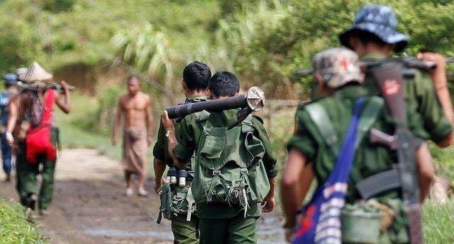 Insurgentes rohinga hieren a seis soldados en Myanmar