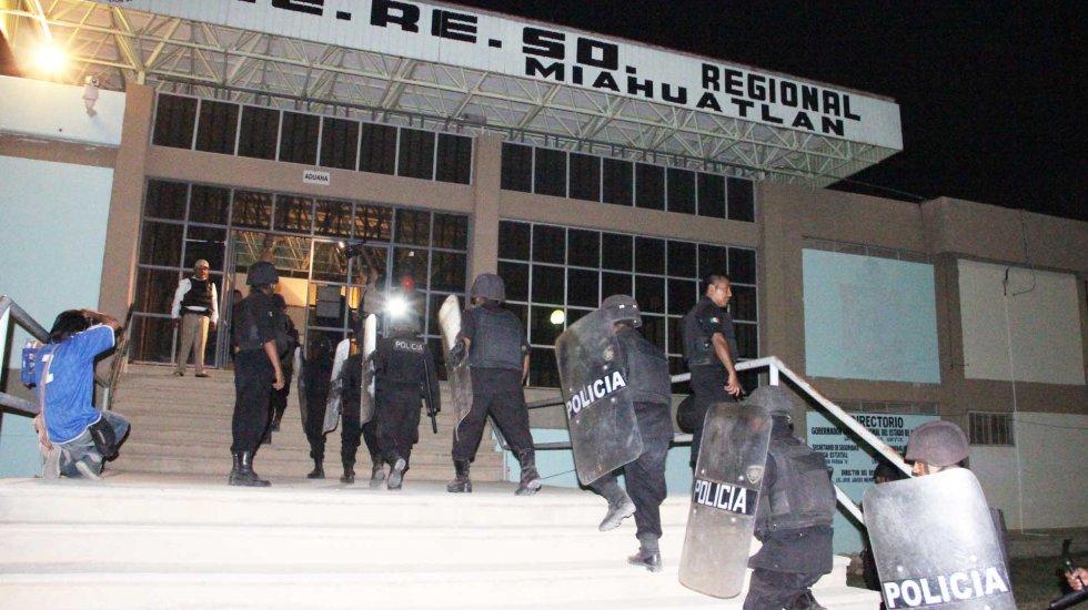 Decomisan artículos y sustancias prohibidas de penales en Oaxaca - Foto de Oro Diario