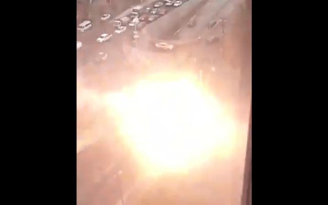 Cable de alta tensión cierra avenida en Nuevo León - Captura de pantalla