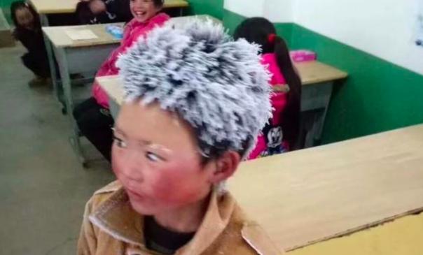 Niño llega congelado a escuela en China