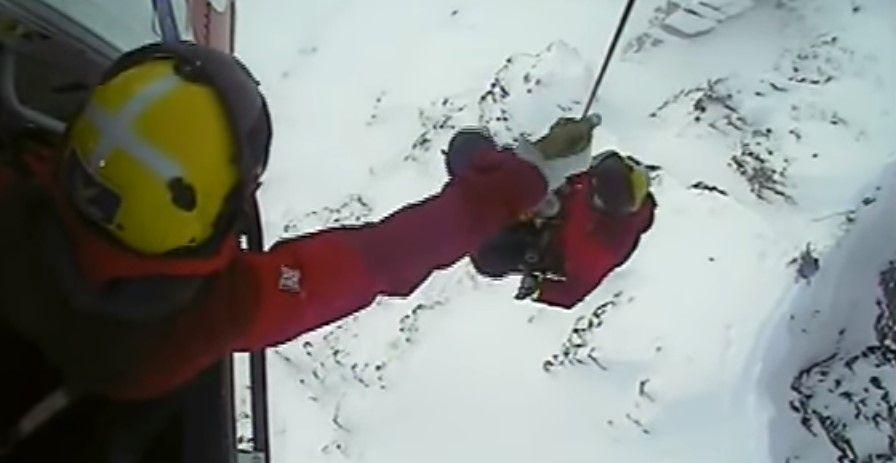 #VIDEO Rescatan a esquiadores atrapados en montaña de Escocia - Foto de HM CoastGuard