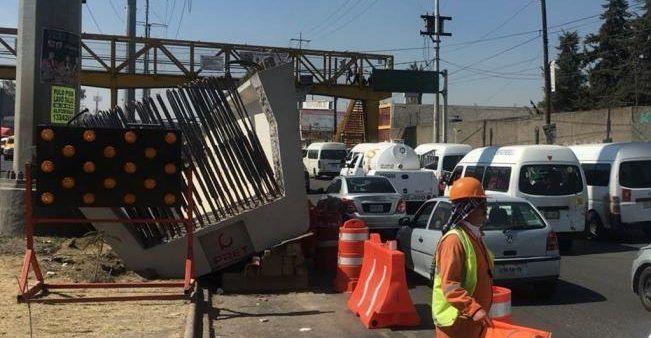 Ballena de concreto cae sobre carretera Texcoco-Los Reyes