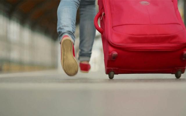 Detienen a mujer que transportaba cuerpo en maleta