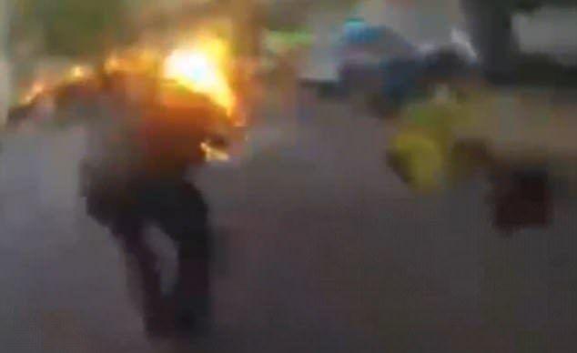 #Viral Hombre es envuelto en llamas durante intento de arresto