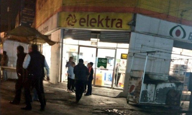Capturan a dos hombres por asalto a tienda Elektra en la Portales - Foto: @alertasurbanas.