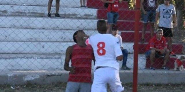 #VIDEO Jugadores de club argentino golpean a hincha tras derrota - Foto: Youtube.