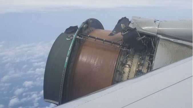 #VIDEO Avión pierde carcasa de turbina en pleno vuelo hacia Hawaii - Foto de @TomPodolec