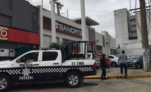 Balean a mujer en asalto a banco en Coatzacoalcos - Foto de Internet