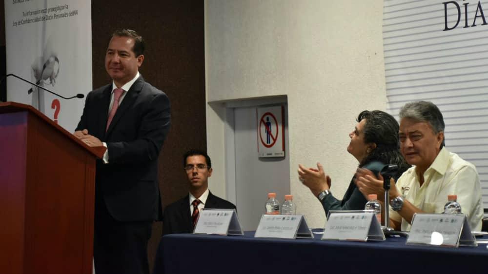 Cofepris dará a conocer reglamento para sembrar y cosechar mariguana - Julio Sánchez y Tépoz, titular de la Cofepris. Foto: Cofepris.