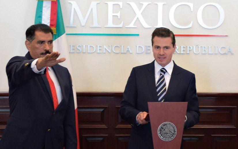Enrique Peña Nieto toma protesta a nuevo director del ISSSTE - Foto de Twitter