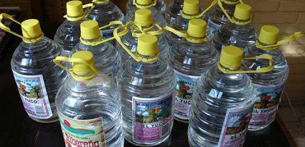 Aseguran 20 mil litros de aguardiente en la Huasteca